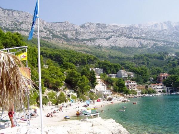 pláž Brela - Stomarica je oceněna Modrou vlajkou