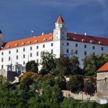 Bratislava – Trenčín – Massonmagyárovár – poznávací zájezd s koupáním v termálech